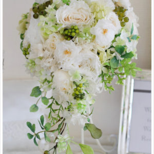白バラ&緑プリザーブドフラワーキャスケードブーケ