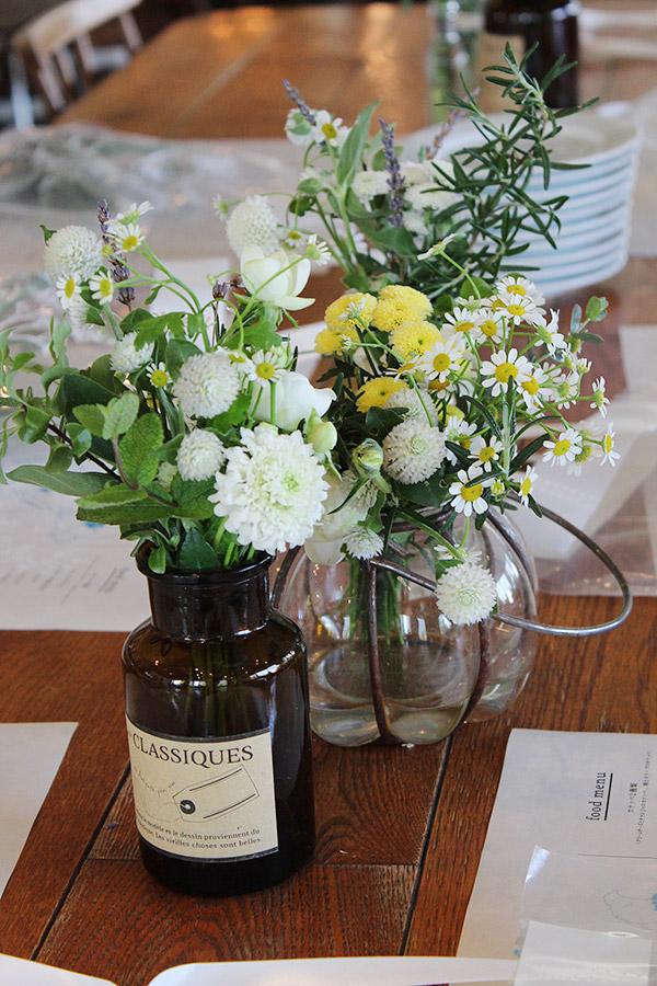 ゲストテーブル,アレンジ,メディスンボトル,ブラウン,野の花
