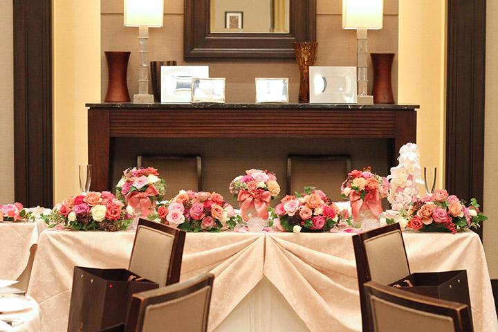 メインテーブル,装花,バラ,ピンク,シック
