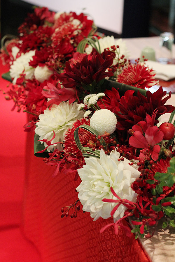 赤,白,ダリア,高砂,装花,会場装花,和モダン