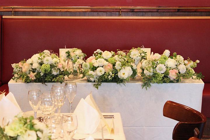 ラ・ブラスリー Le Brasserie メインテーブル 装花