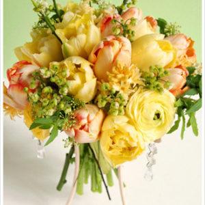 黄色×オレンジのチューリップ&ラナンキュラスを使た、気持ちがHAPPYになりそうな春色ブーケ。