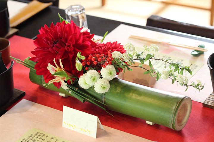 竹,ゲストテーブルアレンジ,赤,ダリア