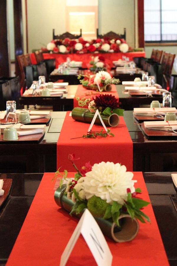 竹,ゲストテーブル,フラワーアレンジ,和モダン,赤,ダリア